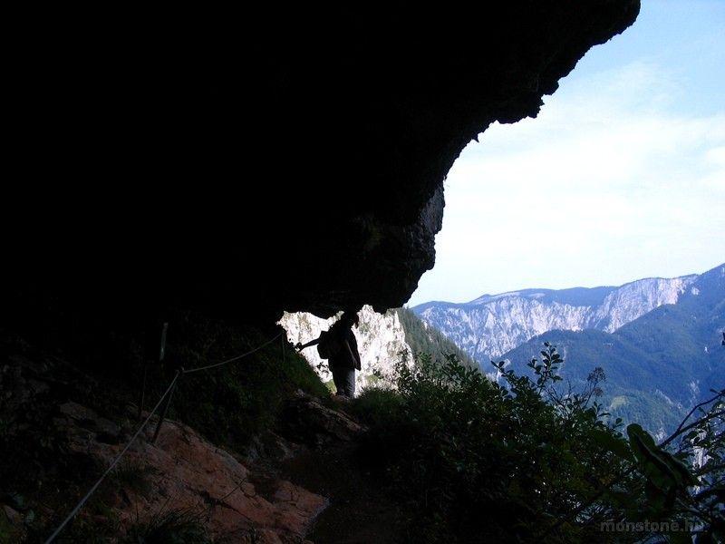 a barlangnál