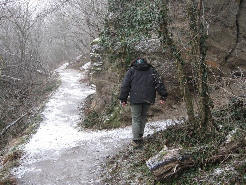 A jég miatt nehéz volt az ösvényen maradni