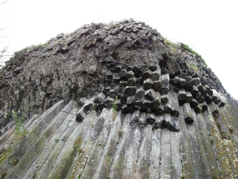 A bazaltoszlopok öt-hatszöges keresztmetszete