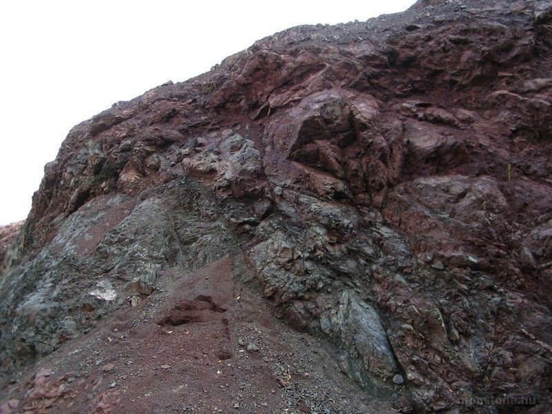 Jellemző kőzet a vörös radiolarit