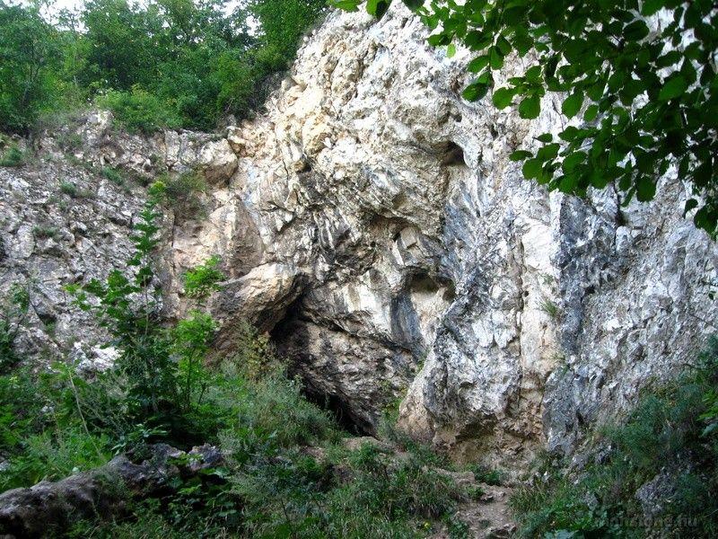 A Legény-barlang bejárata